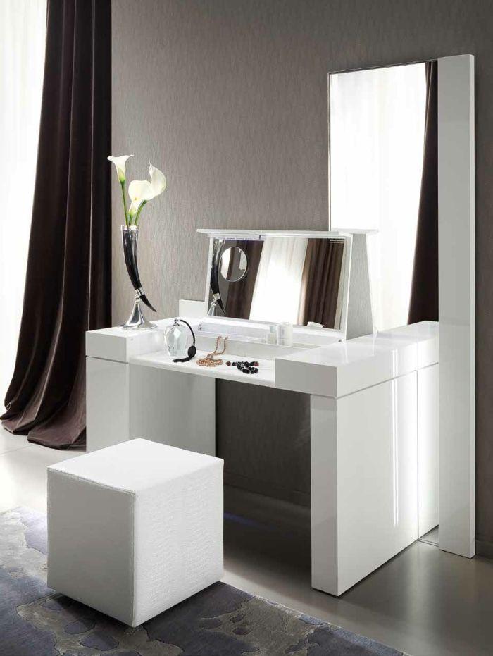 schminktisch mit spiegel und blumen vase | spiegel modelle, Möbel