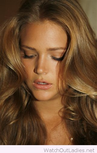 Carmel Golden Brown Hair Color And Makeup Beauty Tips