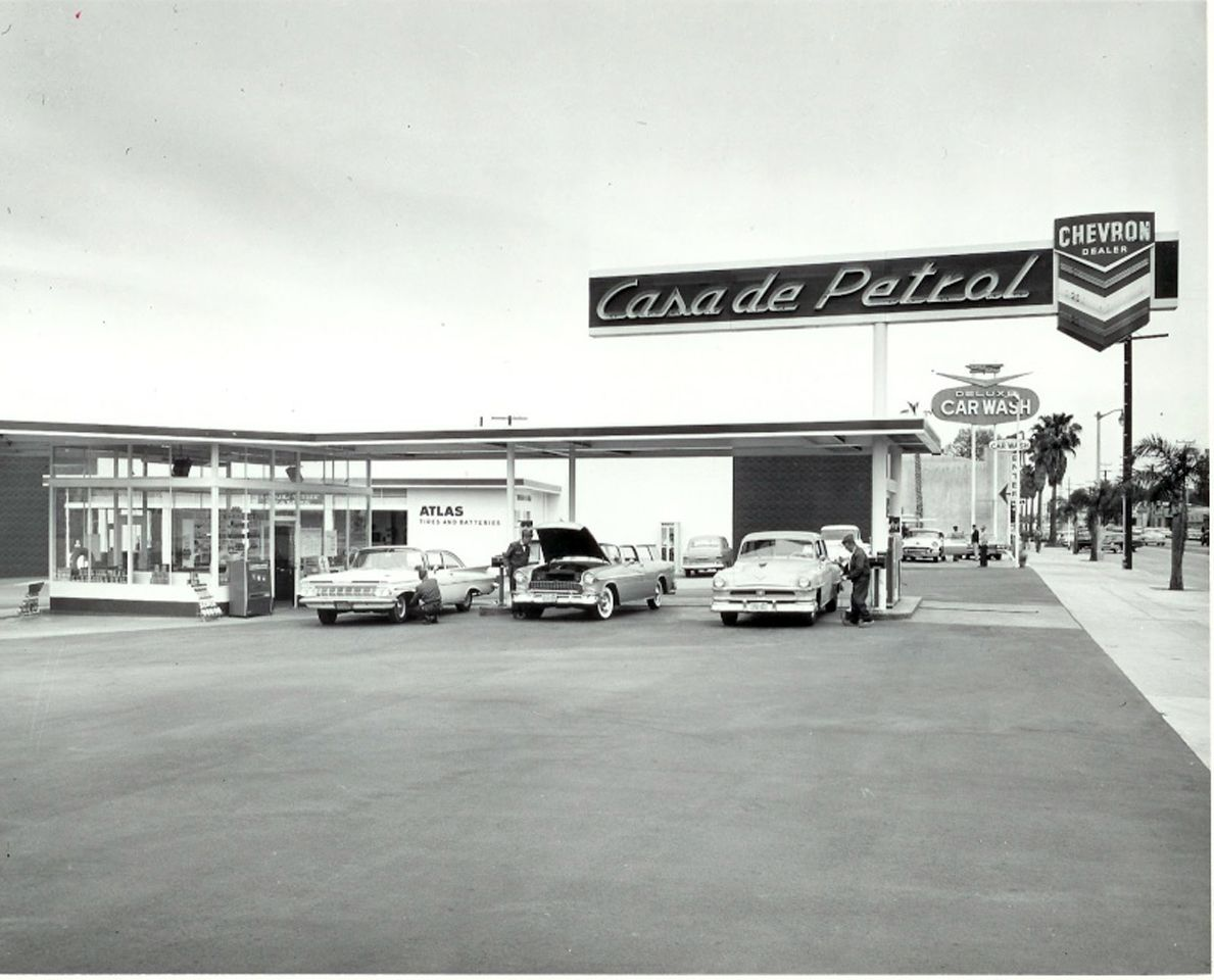 Casa de Petrol, in 1961, formerly located at 14325 Ventura