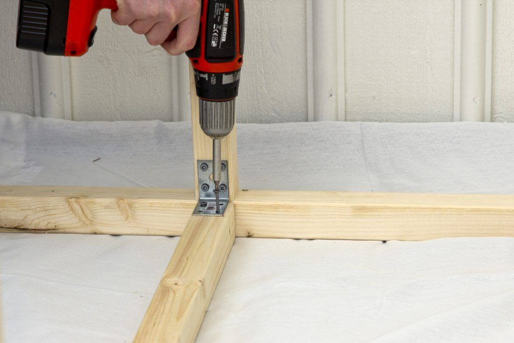 Bygga planteringsbord med tydliga instruktioner, lätt fixat.
