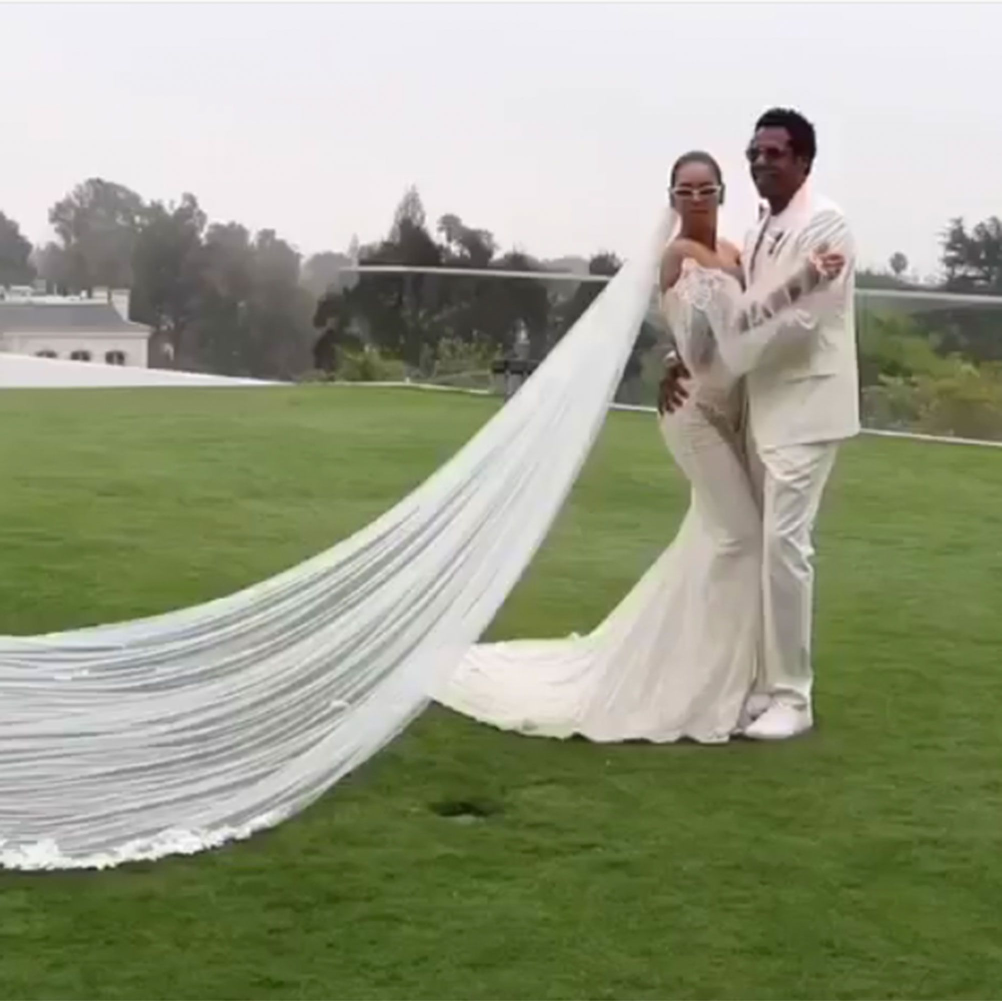 Beyonce Gives First Glimpse At Her Galia Lahav Wedding Gown Worn For Vow Renewal To Jay Z Vow Renewal Dress Galia Lahav Wedding Gowns Celebrity Wedding Dresses