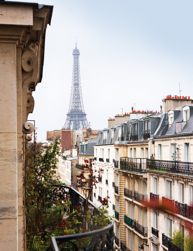 Parisian apartment with stunning view ♥  Chi non sogna di vivere in un appartamento con questa vista?