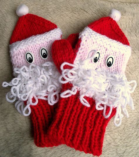 FREE on Ravelry santa mittens by theresapen, via Flickr ...