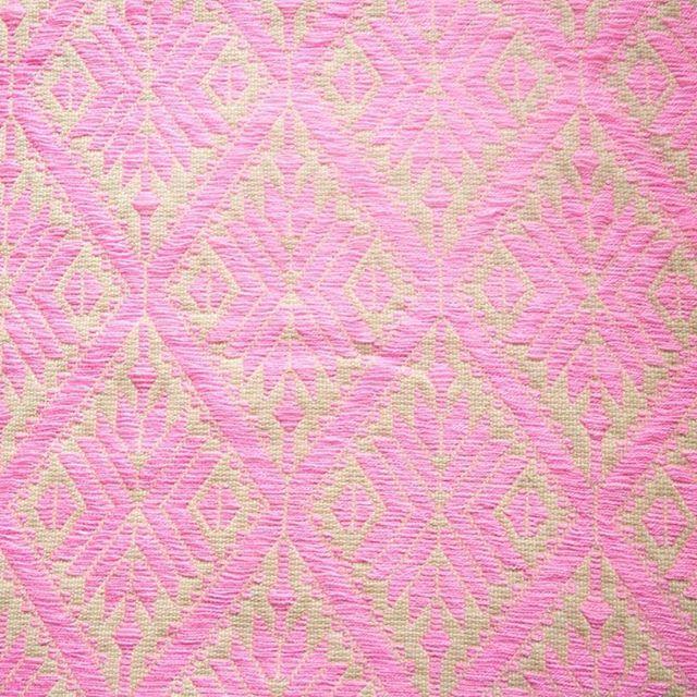 Textura de hilván bordada a mano por Eulalia  #bordado #embroidery #hechoamano #handmade #textures #texturas #textil #textile #modaetica #ethicalfashion #revoluciondelamoda #fashionrevolution