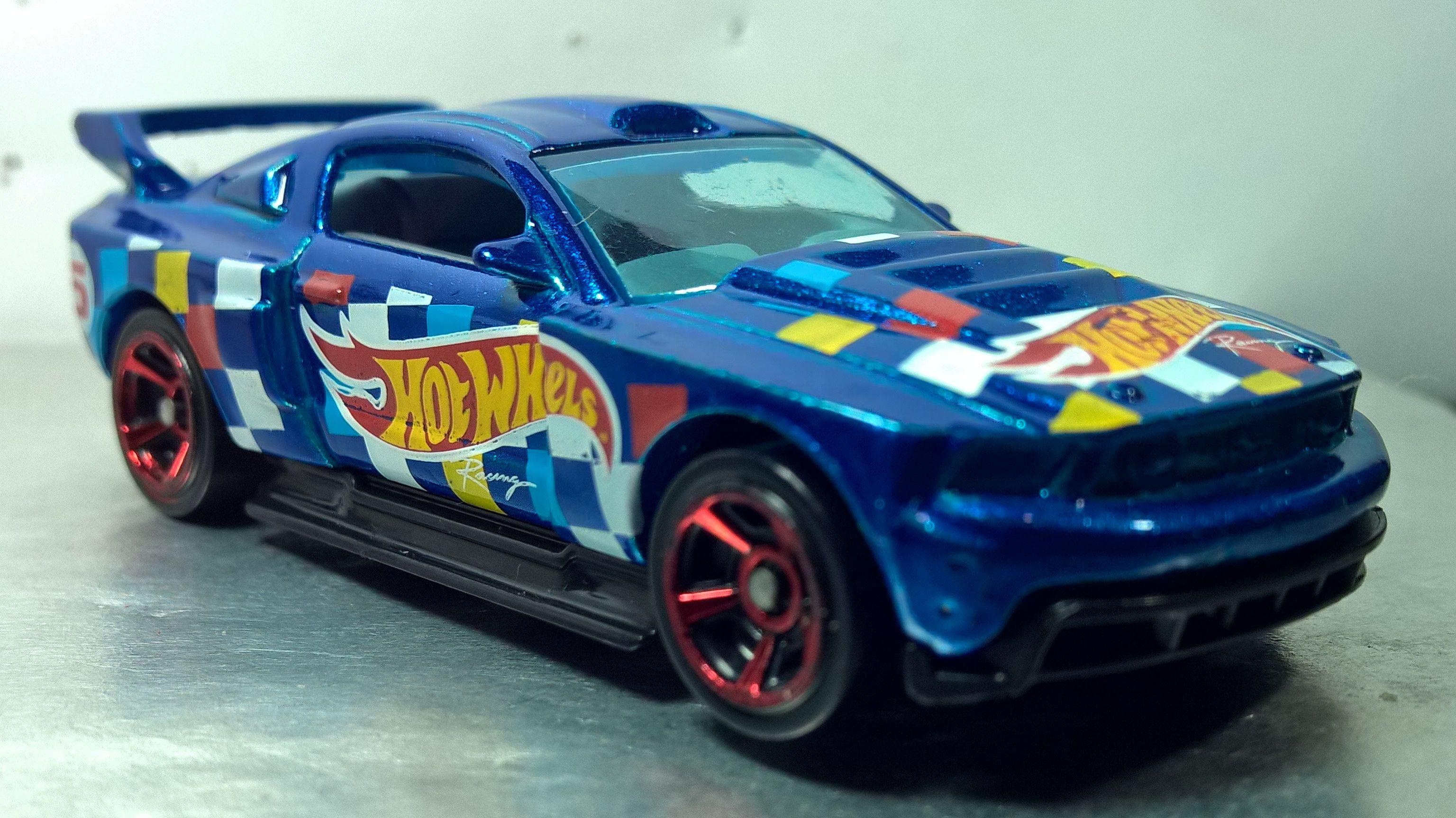Hot wheels custom 12 ford mustang hw race team 2016