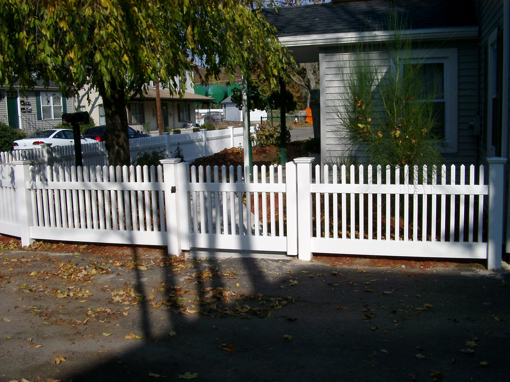Shoreline vinyl fence offers many looks create your own for Make your own fence