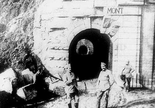 Dinge en Goete (Things and Stuff): This Day in World War 1 History: Feb 25, 1916: German troops capture Fort Douaumont (Verdun)