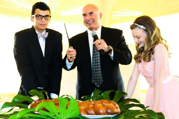 special moment with the challah and Pop #bnai #challah #moetzi #parklandchefcatering #sarareneeevents