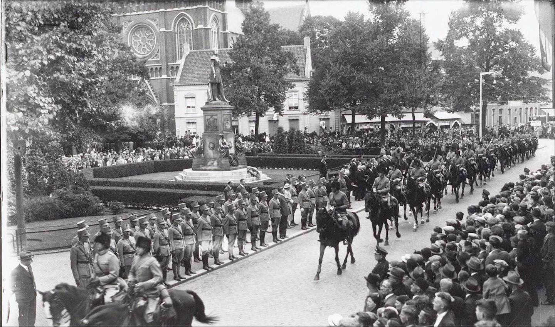 016 Heuvel, Tilburg. Opening Paleis-Raadhuis 6 augustus 1930