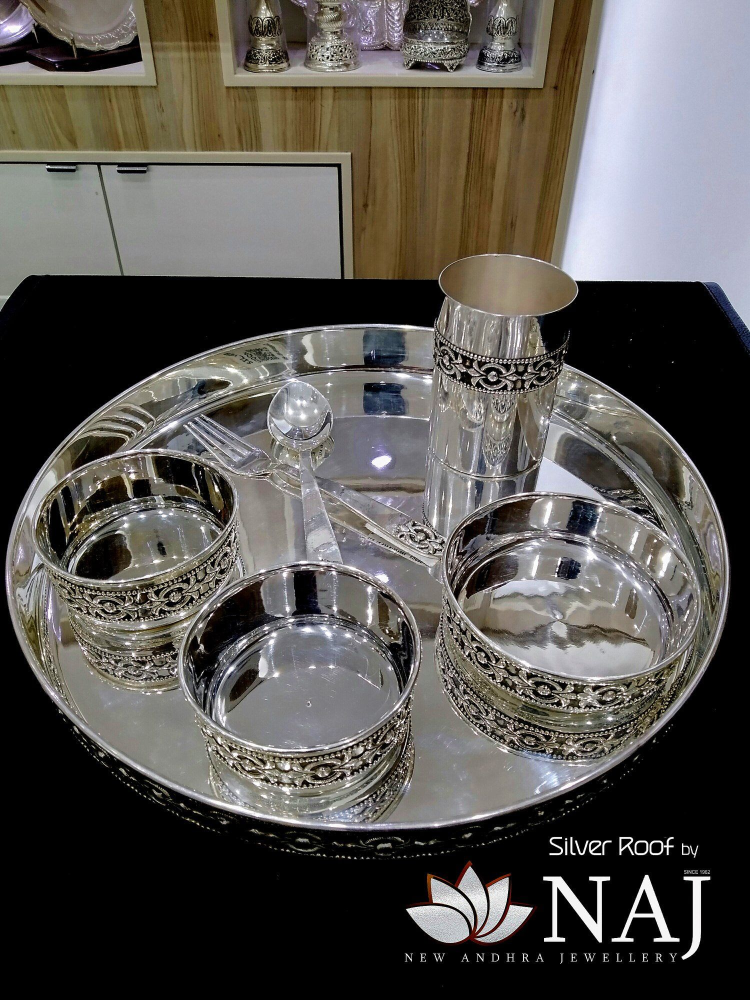 Antique Royal Pure Silver Dinner Set Silver Roof By Naj L Nellore Silver Pooja Items Antique Gold Jewelry Indian Silver Jewellry