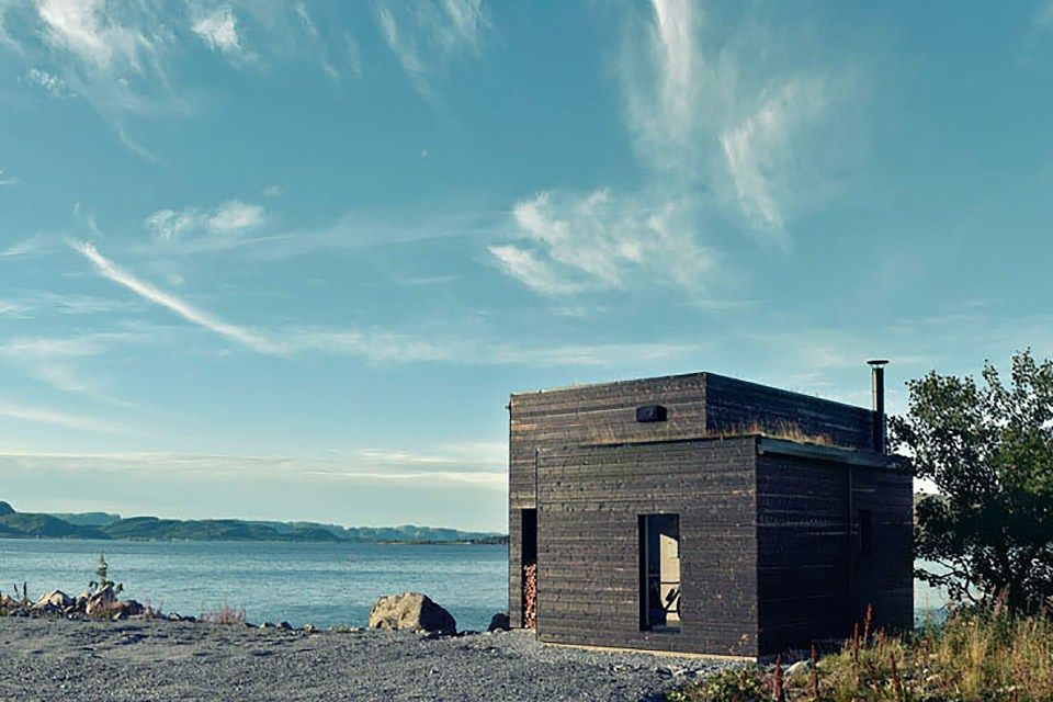 Set along the Norwegian Sea and built as a small home for a local chef, Stokkoya Cabin is both simple and elegant. The house is laid out such that every room has a view of the water, including the …