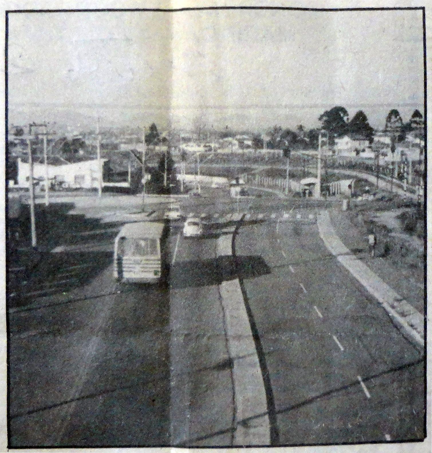 Avenida Presidente Affonso Camargo na altura da Rua Antônio Olivio Rodrigues. Cajuru/Capão da Imbuia. 24/05/1982.