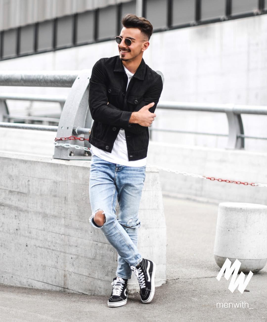 """5bb8345ea9 Giống như Vans Old Skool. Những đôi giày Vans Hi-SK8 cũng rất được lòng các  """"sneakerhead"""" chính hiệu. Và luôn được xếp vào top những đôi giày sneaker  cao cổ ..."""