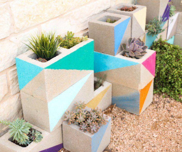 jardinière en béton à faire soi-même en parpaing peint- idée pour