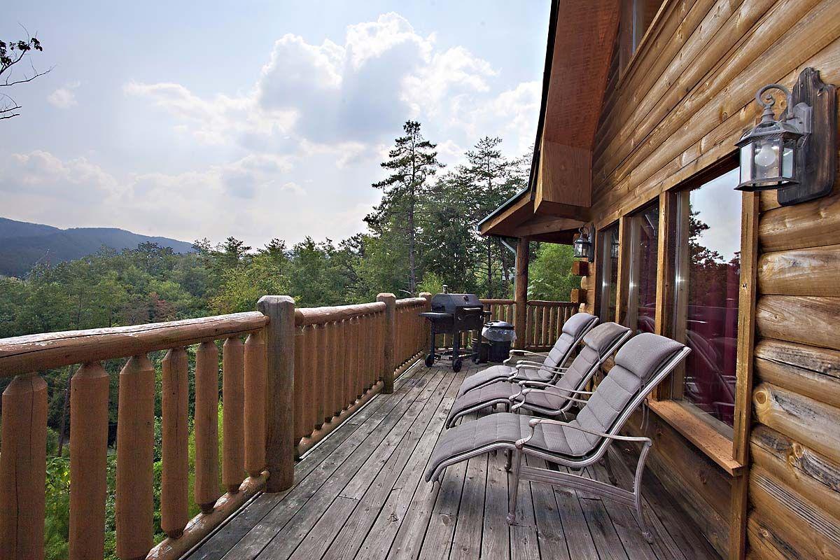 5 Bedroom Sleeps 12 Buckeye Dreamer By Large Cabin Rentals Cabin Rentals Smoky Mountains Cabins Cabin