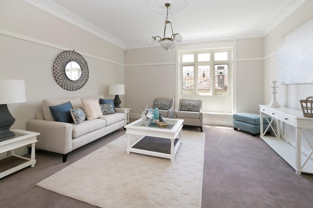 Difference Between Staging And Decorating