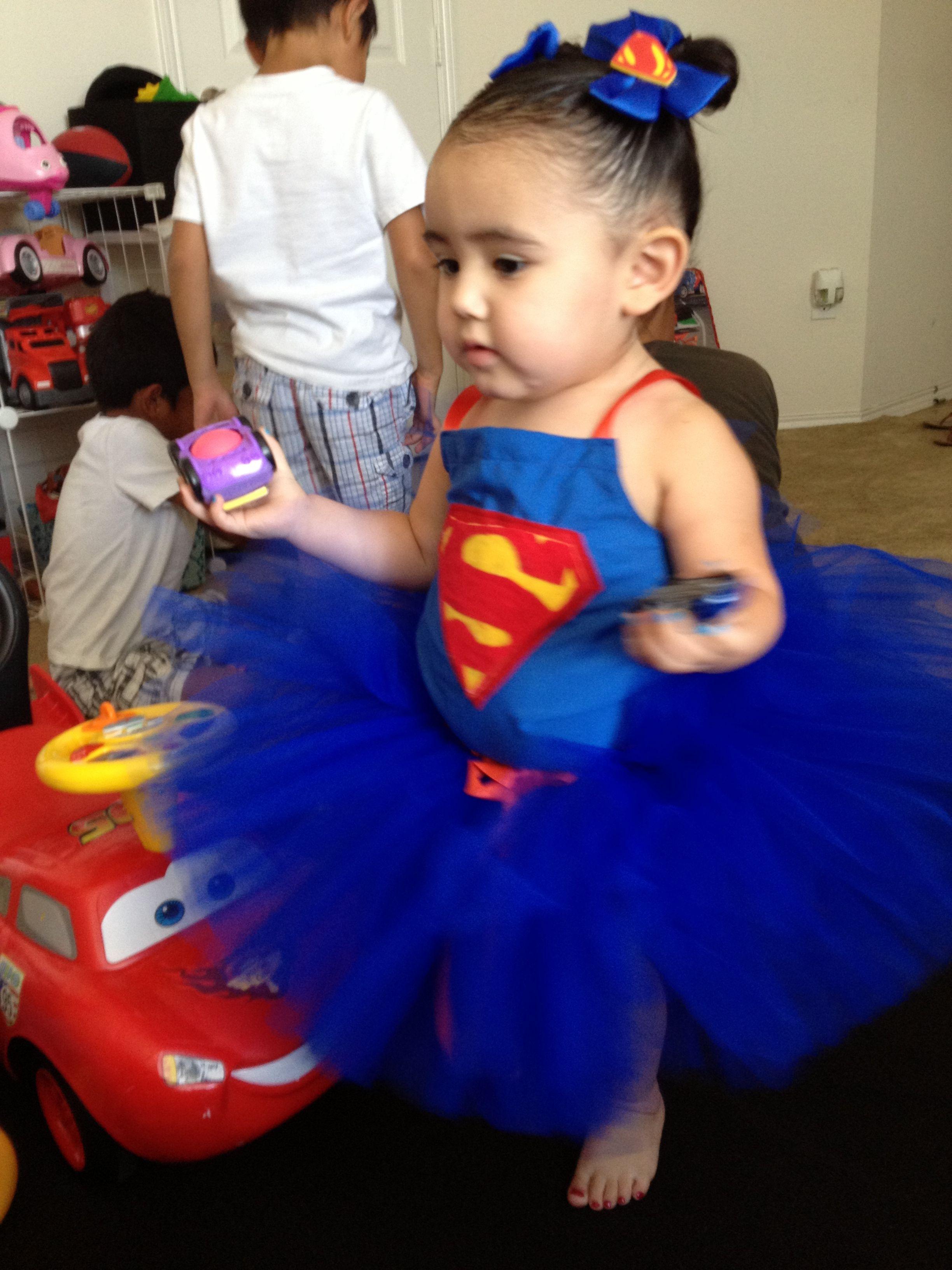 supergirl superman costume halloween costumes pinterest. Black Bedroom Furniture Sets. Home Design Ideas