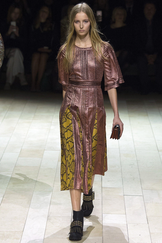 Burberry Fall 2016 Ready-to-Wear Fashion Show - Natalie Ludwig