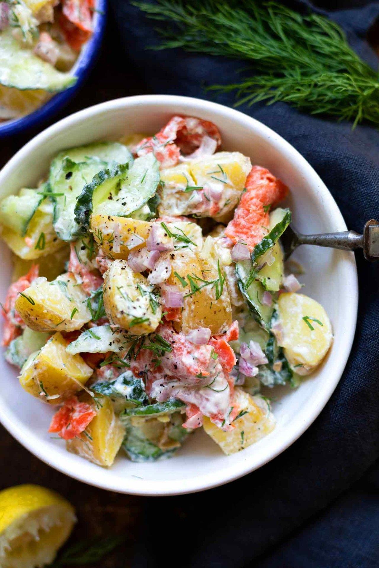 Schneller Kartoffelsalat mit Räucherlachs und Joghurt-Dill-Sauce - Kochkarussell