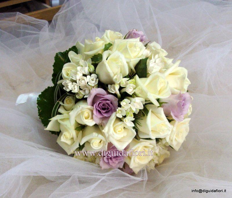 Bouquet Glicine Sposa.Bouquet Da Sposa Con Rose Bianche E Glicine Buket Nevesty