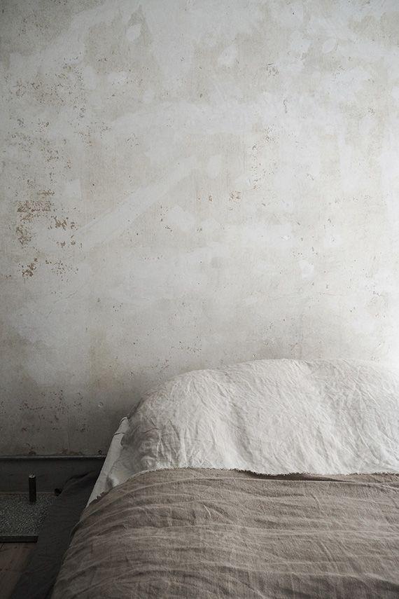 Schlichtes Schlafzimmer In Hellen Farben #schlafzimmer #bedroom  #interiordesign #bedroominspiration #einrichtungsideen