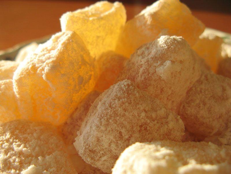 Vous aimez le loukoum, apprenez facilement sa préparation. Voici la recette grecque des loukoums nommée Loukoumia.