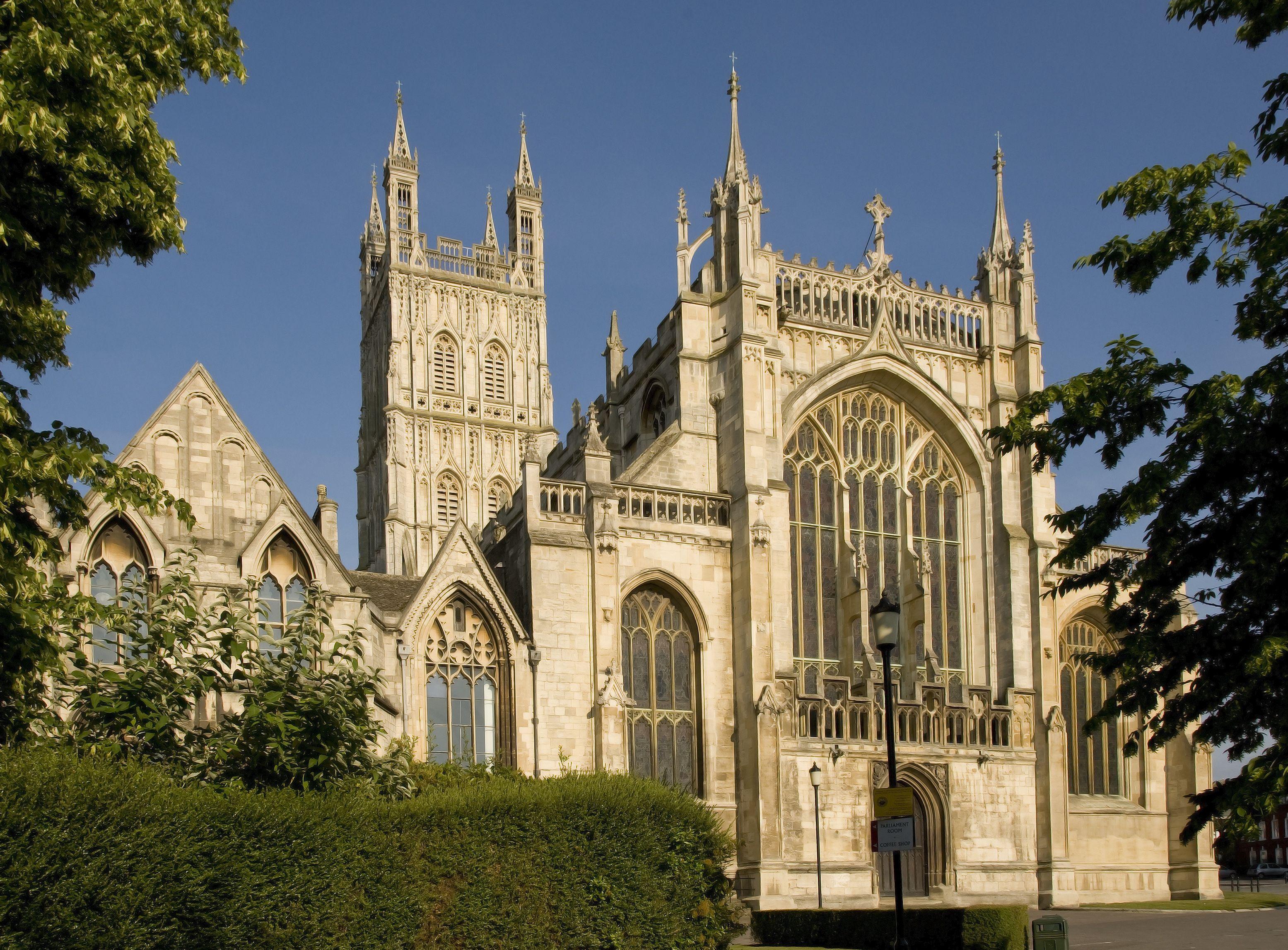 Ljubiteljima Serijala Filmova O Hariju Poteru Ce Biti Posebno Zanimljiva Poseta Gloucester Cathedral Gde Je S Gloucester Cathedral Cathedral Tours Of England