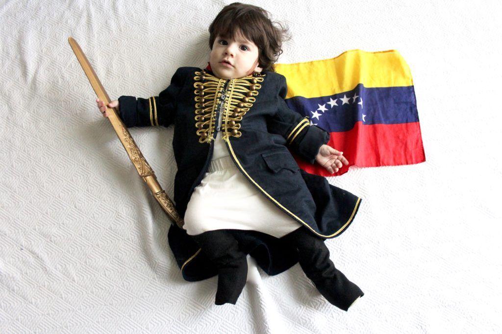 Disfraz de Simón Bolívar, Libertador de Venezuela. Un disfraz fácil de hacer en casa que hicimos con elementos que teníamos a la mano.