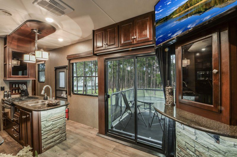 2015 Heartland RoadWarrior 420 - Side Patio & 2015 Heartland RoadWarrior 420 - Side Patio | RV Features I Like ...