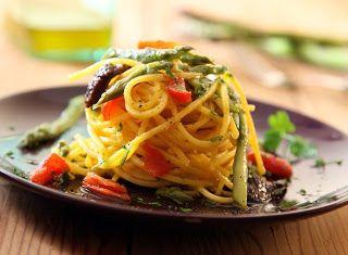 Denny Chef Blog: Chitarrina all'uovo con asparagi selvatici, guanciale croccante e pomodorino Pachino