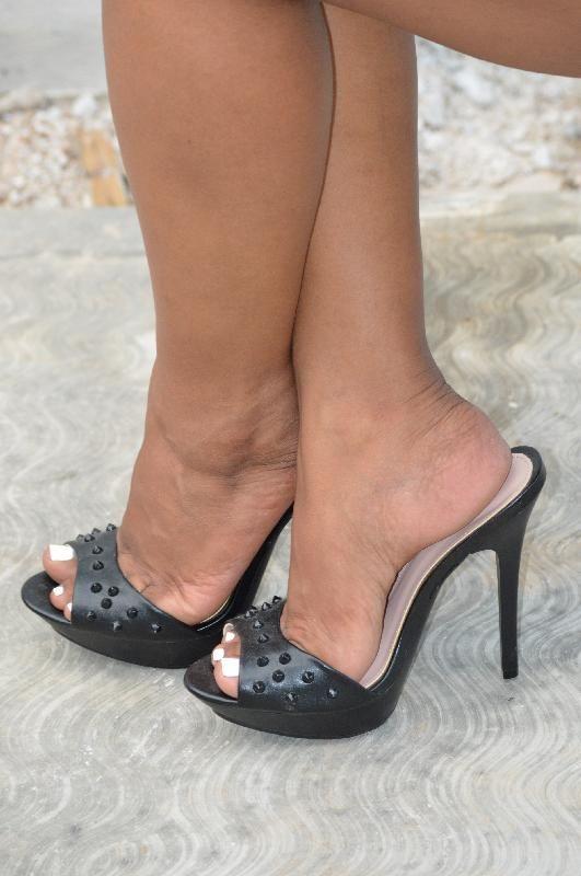 Pezinhos de peep toe nude alto de plataforma e meia calca - 2 part 10