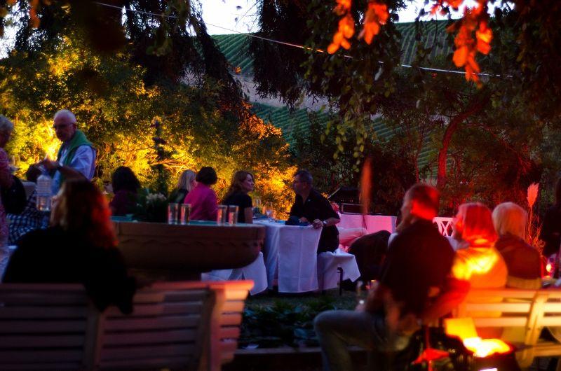 FIESTA ARGENTINA am 8. September 2012 im Garten der Villa Klein in Johannisberg / Rheingau. 180 Gäste aus dem Rhein-Main-Gebiet, NRW und München erlebten eine stimmungsvolle Feier mit vielen sinnlichen Genüssen. (Foto: Theresa Rundel)