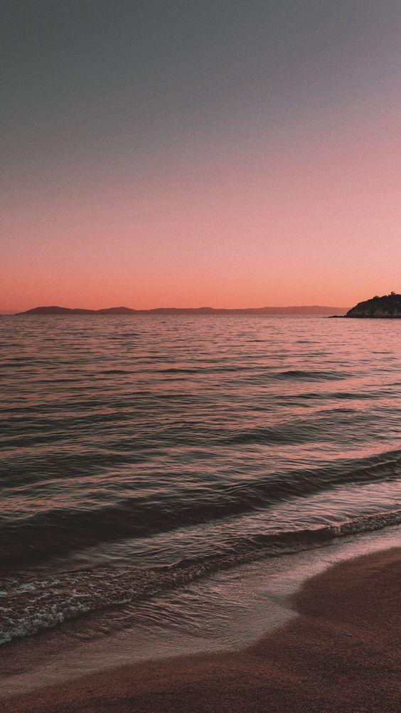 Sunset At The Beach Wallpaper In 2020 Beach Sunset Wallpaper Beach Wallpaper Sunset Wallpaper