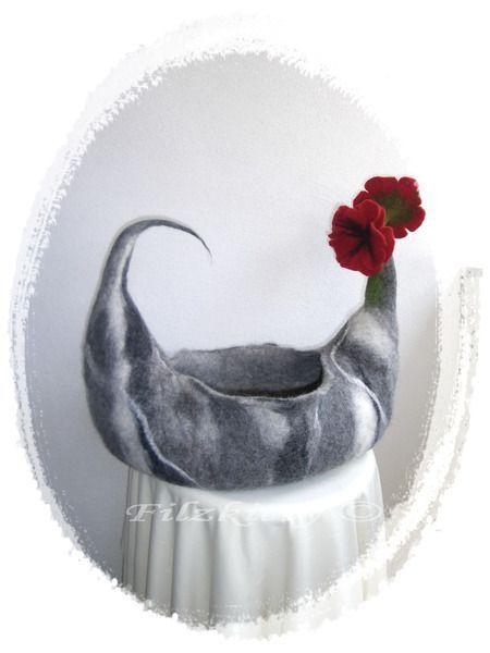 Der Katzenkorb wurde von mir in liebevolle Handarbeit gefilzt er ist ein Unika ..., #der #ein #gefilzt #Handarbeit #ist #Katzenkorb #Liebevolle #mir #Unika #von #wurde