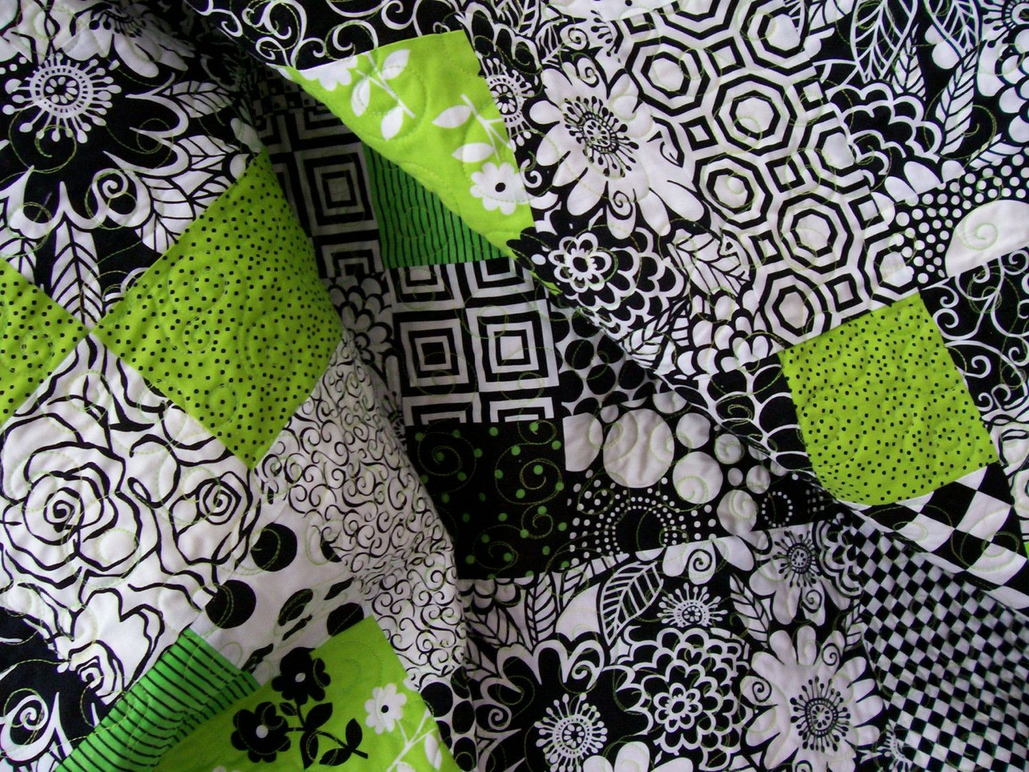 I love this! And oddly enough, one of the fabrics used here, my ... : lime green quilts - Adamdwight.com