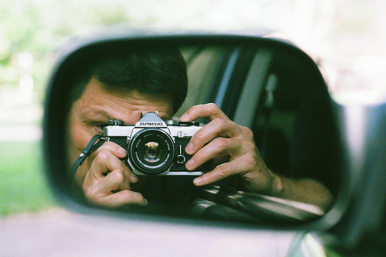 портрет на пленочный фотоаппарат знает, что его