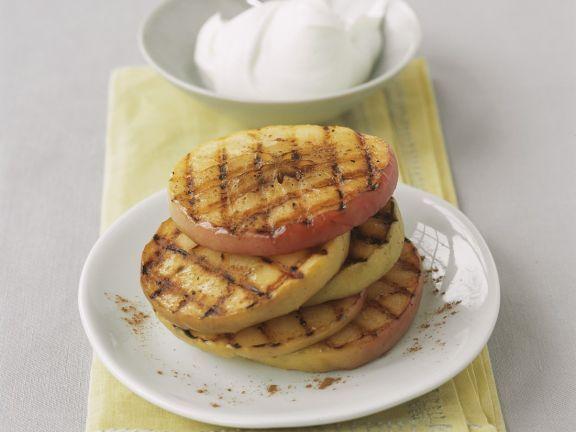 Gegrillter Apfel mit Quark ist ein Rezept mit frischen Zutaten aus der Kategorie Kernobst. Probieren Sie dieses und weitere Rezepte von EAT SMARTER!