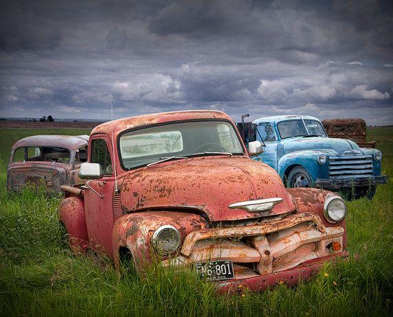 Alten Oldtimer stellen in einer Kfz von RandyNyhofPhotos auf Etsy ...