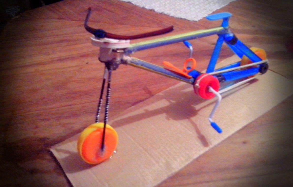 Bici Echa con Materiales Reciclables. Esferos Que son el marco ...