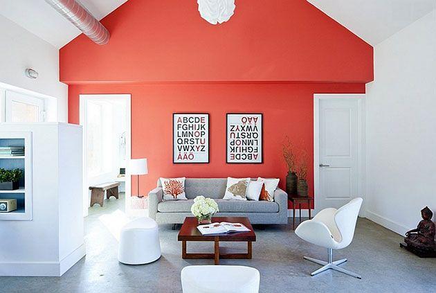 Los 11 Colores Que Mejor Combinan Con El Color Coral En Decoracion Living Room Red Red Interior Design Coral Accent Walls