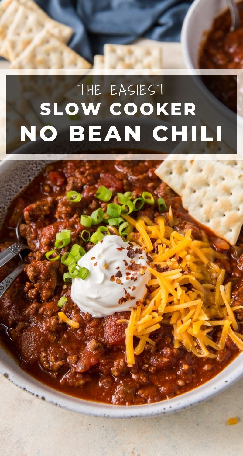 Made With Two Types Of Ground Beef And Loaded With Flavor You Ll Never Miss The Bean In 2020 Slow Cooker Chili Recipe Crockpot Recipes Easy Easy Chili Recipe Crockpot