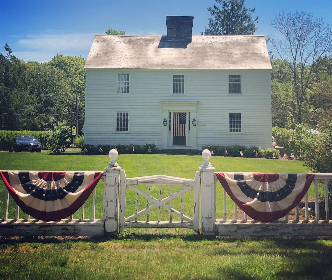 C 1675 Or 1720 Happy Memorial Day General George Washington Was Served Lunch Here Long Believed With Images Old Houses Colonial Williamsburg Christmas New England Homes