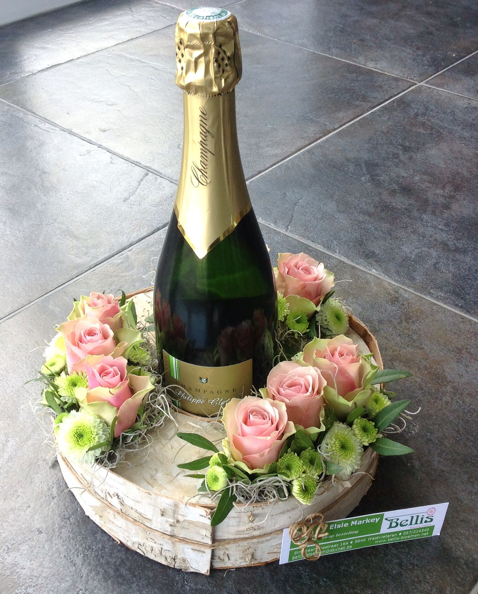 Flower Arrangements In Wine Bottles: Champagne Fles Decoratief Verpakt.