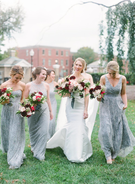 Von Der Schulter Fit Und Flare Hochzeitskleid Und Graue Brautjungfer Kleider Graue Brautjungfern Kleider Brautjungfern Brautjungfern Kleider