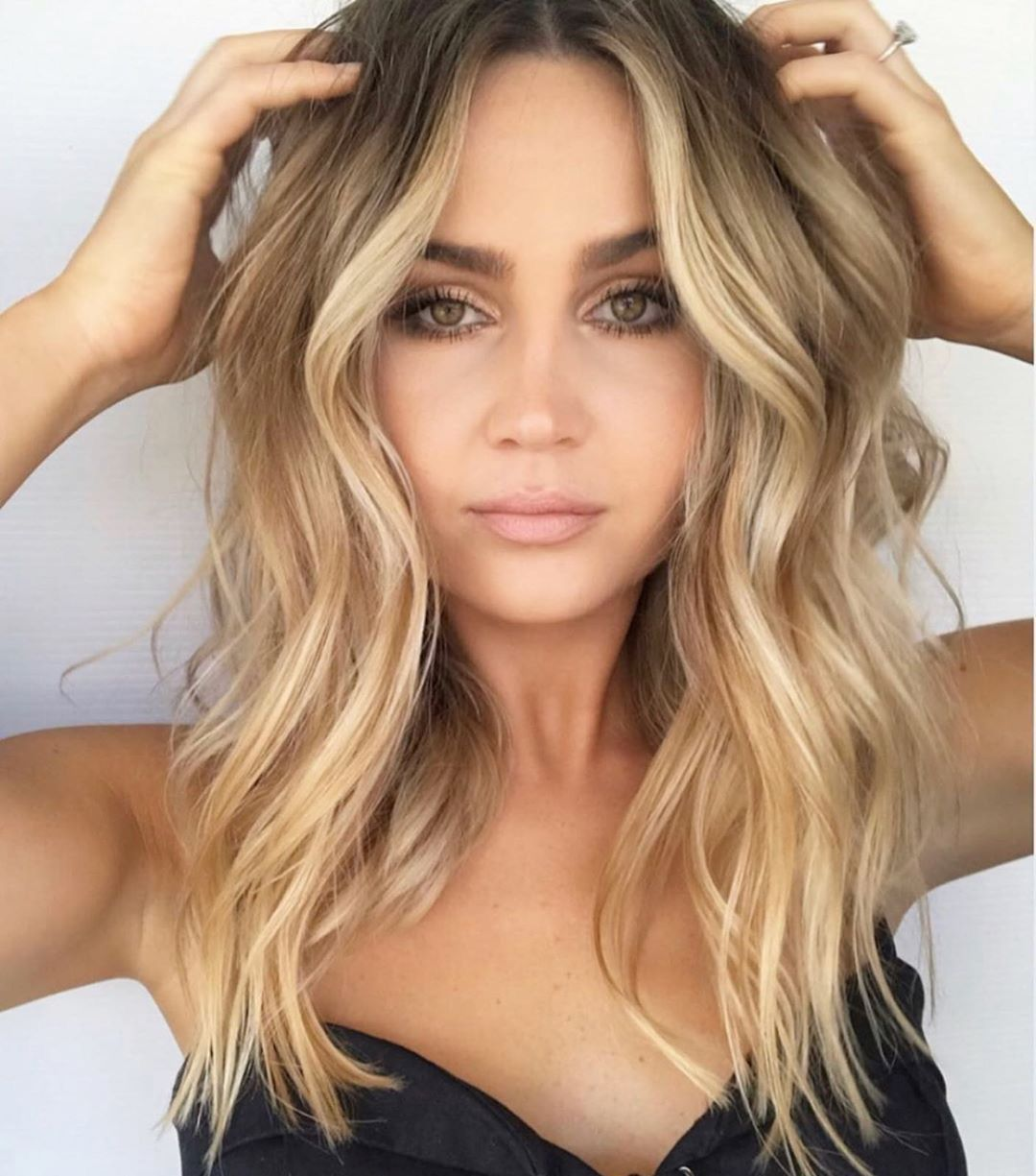 25 Slimming Hairstyles For Round Faces 2020 Ultimate Hair Guide In 2020 Medium Hair Styles Hairstyles For Round Faces Hair Styles