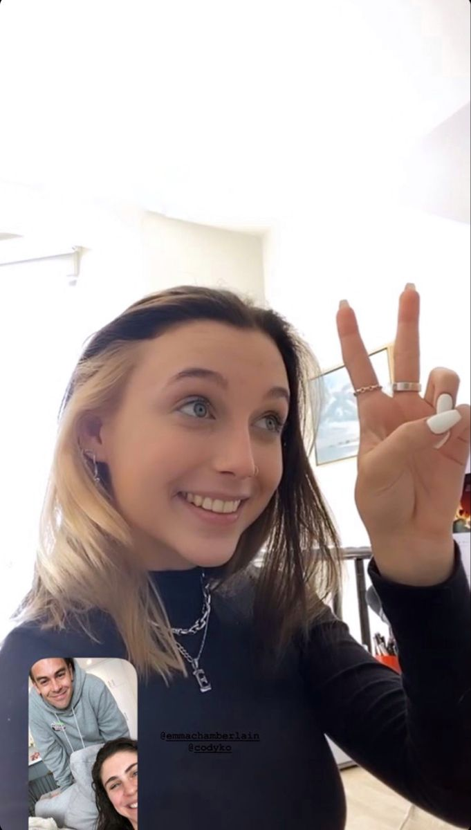 Pin By Alizia On Emma Chamberlain In 2020 Blonde Underneath Aesthetic Hair Hair Inspo Color