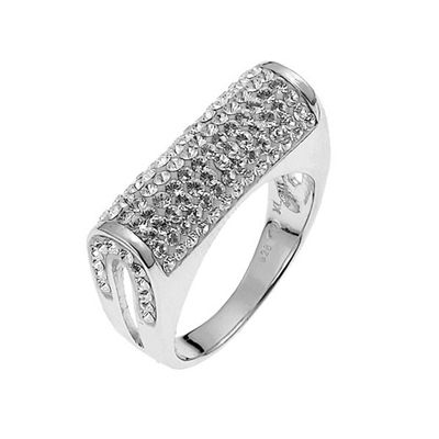 Stunning Ring made of rhodium plated metal. Beautiful barrel ring completely covered with swarovski crystals. This Ring is a size 7.