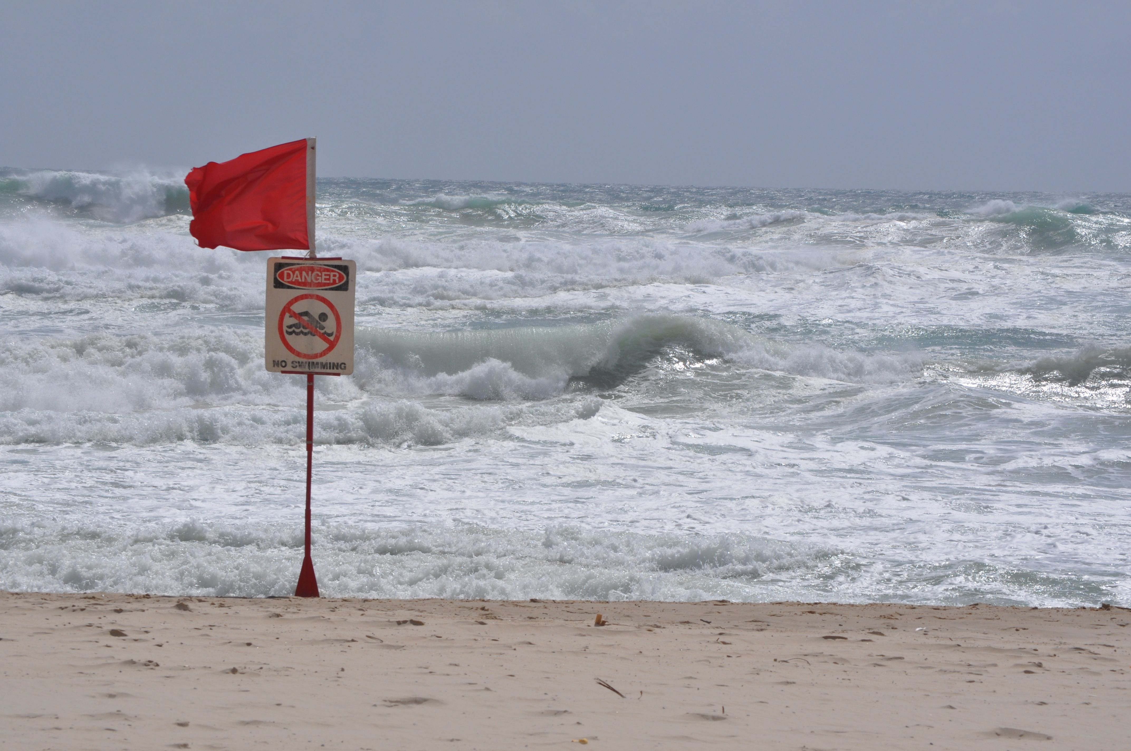 Around Australia The Gold Coast And Surroundings 2009 2015 Red Flag Beach Closed Photo Herman Odijk A Dutch Au In 2020 Beach Close Australian Photographers Photo