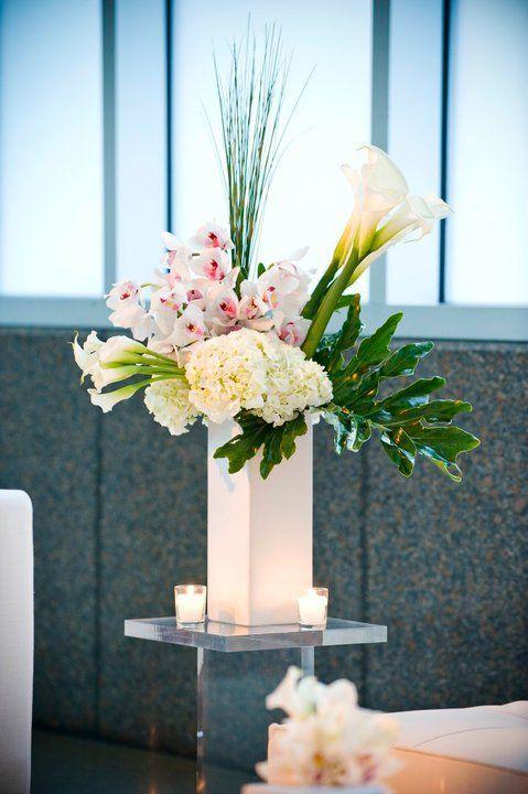 Modern Floral Arrangement #studioag #studiagdesign   Floral designs ...