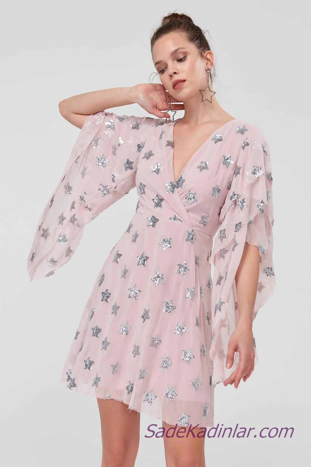2021 abiye elbise modelleri pembe kisa v yakali yetim kol yildiz baski detayli kiyafet kombinleri elbise elbise modelleri moda stilleri